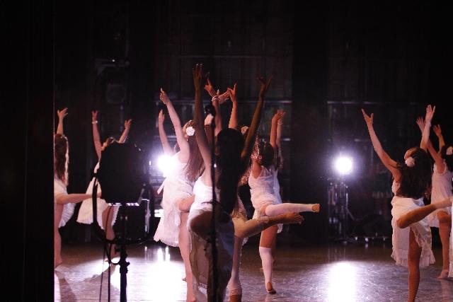 忘年会の出し物は何にしよう…女性が行う余興ならダンスが断然おすすめ!