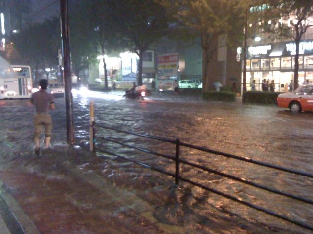 ゲリラ豪雨対策方法を考察!身の安全の守り方と水濡れ予防グッズ!