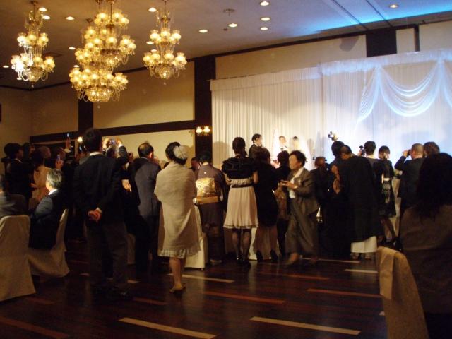 結婚式において盛り上がる余興ってなに?練習すれば誰でもできるのはコレ!