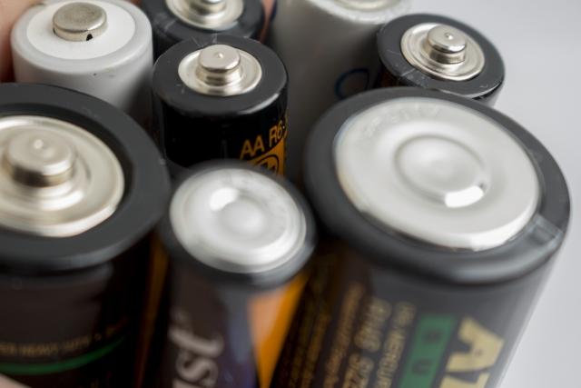 ダイソーの電池チェンジャーは単三電池を単一にも単二も変換できるスグレモノ!