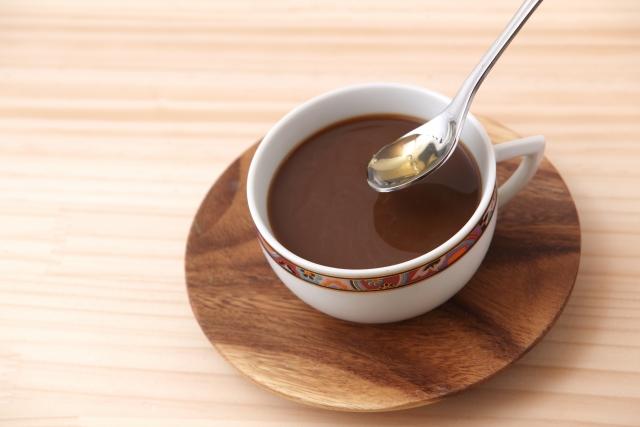 風邪じゃないのに咳が出る…はちみつコーヒーで咳を軽減できるってホント?